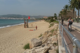 Auch am Montagmittag wehte noch die rote Flagge an Palmas Stadtstrand.
