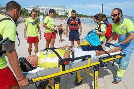 Rettungsschwimmer proben an der Playa de Muro