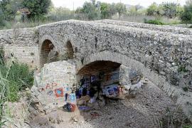 Antikes Baudenkmal verschandelt