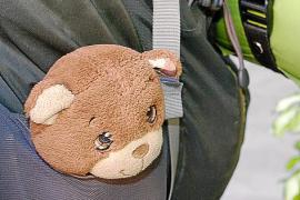Dieser Plüschbär gehört in Lobos Rucksack