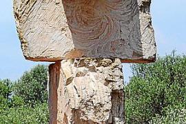 Gut vier Meter hoch ist diese Schaffner-Skulptur.