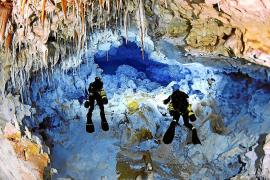 Die Unterwasserhöhle Cova des Coll bietet zahlreiche sehenswerte Hohlräume.