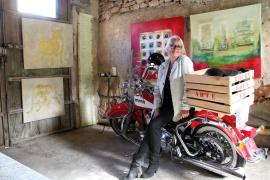 Sonntags ist bei Charlotte F.-Menck Harley-Tag - mit Pudel Rocky in der Kiste als Beifahrer.