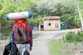 """Zufluchtsort für Wanderer und Naturliebhaber: die Herberge """"Sa Coma de Binifaldó"""" in den Wäldern bei Lluc. Nur eine von zahlreic"""