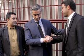 Bereits im Januar nach dem Anschlag auf Charlie Hebdo bekam Konsul Michel Magnier Beileidsbekundungen, hier von Vertretern der i
