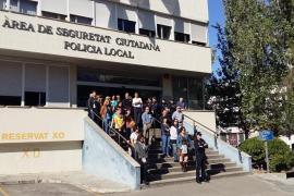 Schweigeminute vor der Wache der Lokalpolizei in Palma.
