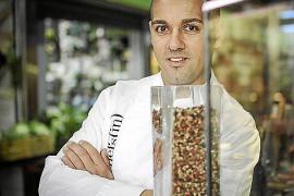 Rafa Sánchez kocht im Restaurant Es Fum im Hotel Mardavall (Costa d'en Blanes).