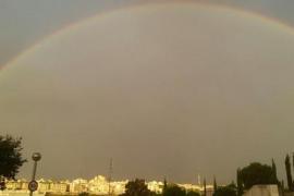 Die Einwohner von Palma bekamen am frühen Montagmorgen im Bereich Sa Riera einen Regenbogen zu sehen.
