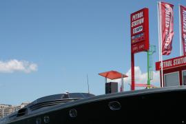 An der Tankstelle für Yachten