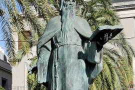 Für die Nachwelt in Bronze gegossen: Die Statue von Ramon Llull am Passeig Sagrera in Palma.