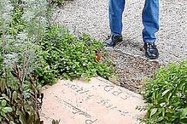 Sein Grab auf dem Friedhof des Tramuntana-Örtchens ziert eine schlichte Steinplatte.