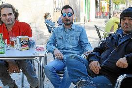 Pedro (links) ist in Mancor de la Vall geboren worden. Juan (rechts) zog erst vor acht Jahren aus Palma de Mallorca ins Dorf.