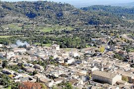 Mancor de la Vall von oben: Vom Kloster Santa Llúcia aus ist die Sicht auf das kleine Dorf im Landesinneren von Mallorca ausgeze