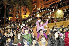 Wenn die Reyes Magos durch die Straßen ziehen, platzt Palmas Altstadt aus den Nähten.