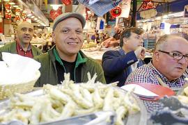 """""""Pescaito Frito"""", also kleine frittierte Fische gehören in Spanien zu den beliebtesten Tapas."""