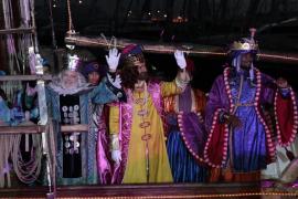Die Heiligen Drei Könige landen an der Alten Mole im Hafen von Palma