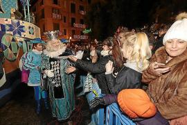 Die Besucher drängten sich beim Dreikönigsumzug in Palma