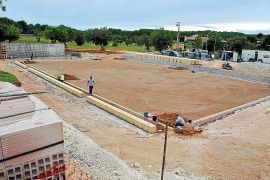 Centre Court mit Marés-Steinen aus Mallorca als Einfassung. Hier wird nicht gespart.