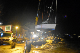 Gegen Abend konnte das Boot abtransportiert werden.