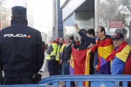 Nur ein knappes Dutzend Menschen hatte sich vor dem Gerichtssaal in Palma de Mallorca zu einer republikanischen Demonstration zu
