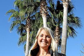 """Yvonne von Wechmar von """"Mallorca Gartenbau"""" hat regelmäßig mit dem Rüsselkäfer zu kämpfen."""