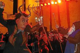 Der Heilige Antonius im Kampf gegen den Dämonen: Pompöses Schauspiel begeisterte die Massen in Muro.
