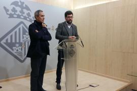 Palmas Baudezernent und stellvertretende Bürgermeister von der grünen Linkspartei Més, Antoni Noguera (r.), kritisiert den Bette