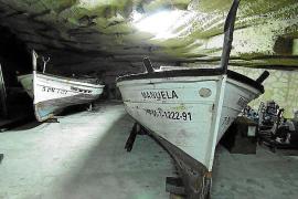 """Das Boot """"Manuela"""" wurde 1934 gebaut. Jetzt ist es unter der Burg Bellver in Palma de Mallorca untergebracht."""