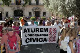 """Gegner der """"Ordenanza Cívica"""" demonstrierten vor Palmas Rathaus."""