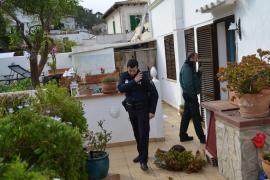 Die Polizei sucht nach den Deutschen, die in Port d'Andratx im Südwesten von Mallorca eine Landsfrau angegriffen haben.