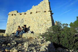 Die Steinhütte am Mirador Alzamora wurde zur Förderung des Wandertourismus errichtet, ist aber heute völlig verfallen.