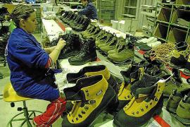 Beim Schuhhersteller Bestard werden Wanderstiefel produziert. Eine zweite Firma im Ort, Cabrit, stellt ebenfalls Bergschuhe her