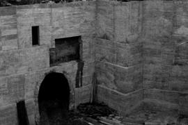 Beim Bau der Tiefgaragen in den 1970er Jahren am Olivar-Markt kam beim Aushub auch der bereits stillgelegte Bahntunnel zum Vorsc