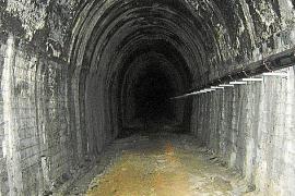 Der Tunnel im Untergrund von Palma: So sieht es dort derzeit aus. Die Gleise sind verschwunden, aber das verschlossene Bauwerk w