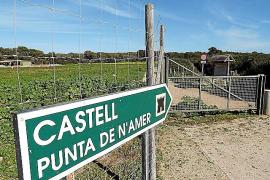 Von Sa Coma aus ist der Weg zum Wachturm der Punta de n'Amer im Osten von Mallorca für Autos gesperrt,