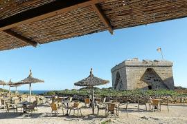 Der alte Wachturm an der Punta de n'Amer im Osten von Mallorca kann kostenlos bestiegen werden.