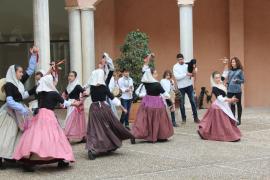 Eine Kindergruppe zeigte mallorquinische Tänze.
