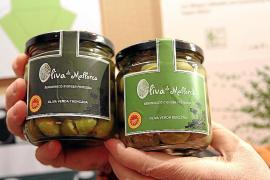 Die grünen Früchte gibt es auf Mallorca in zwei Varianten. Dazu kommen die schwarzen Oliven, die voll ausgereift sind.