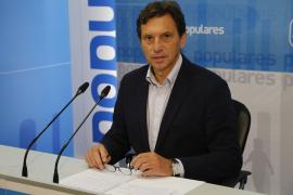 Palmas konservativer Ex-Alkalde Mateo Isern stimmte gegen Pedro Sánchez.