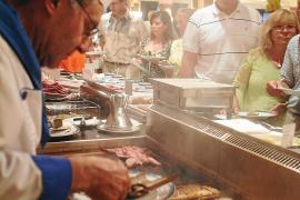 Erst ab Vier-Sterne-Plus kann man auf Mallorca Speisebedienung am Tisch erwarten.