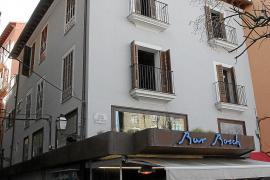 Zu der bekannten Bar Bosch am Ende von Palmas Paseo del Borne soll es eines Tages auch Hotelzimmer geben.