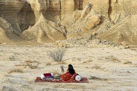Um Staatenlosigkeit geht es in dieser Fotografie der iranischen Künstlerin Gohar Dashti.