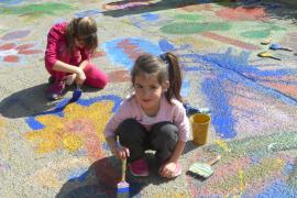 Große und kleine Künstler haben Teile des Paseo Marítimo in Cala Rajada im Nordosten von Mallorca mit bunten Gemälden verziert.
