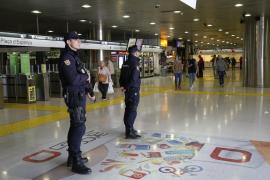 Polizeipräsenz am Bahnhof von Palma de Mallorca.