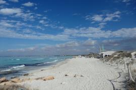 Fast karibisch sieht der Es-Trenc-Strand vielerorts aus. Nach Angaben der Balearen-Regeriung liegt aber einiges im Argen.