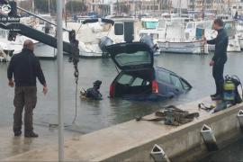 Mann versenkt Auto im Hafen von Portixol