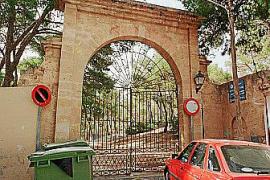 Auch eines der Tore zum Park soll renoviert werden.
