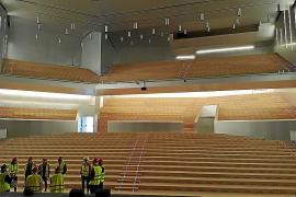 Das große Auditorium bietet fast 2000 Gästen Platz. Es kann mit mobilen Wänden aber auch so unterteilt werden, dass drei separat