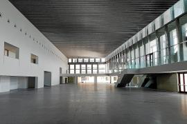 Der Ausstellungssaal bietet 2340 Quadratmeter Fläche auf zwei Ebenen. Hier können zum Beispiel Autopräsentationen stattfinden.
