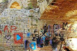 Historische Römerbrücke wieder sauber